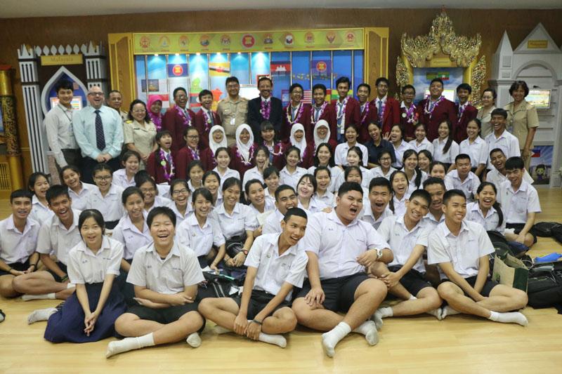 Bersama Kepsek,Guru, dan Siswa Bangpakok Withayakom of Thailand edit